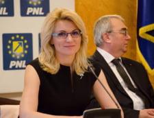 Pe cine pun liberalii candidat pentru Sectorul 6: Adriana Saftoiu sau Andreea Paul?