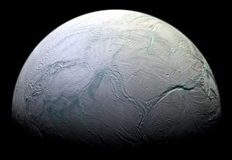 Pe unul dintre satelitii lui Saturn exista izvoare hidrotermale - ar putea adaposti forme de viata