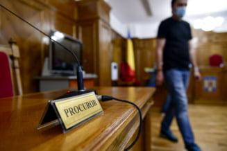 """Pedeapsa primita de un """"mafiot"""" care a facut circ in sala de judecata si a hartuit o judecatoare: """"Ne mai vedem noi, pustoaico"""""""