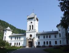 Pelerinaj cu mici si bere, la Manastirea Tismana