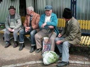 Pensionare mai rapida pentru cei ce muncesc in conditii deosebite: Legea pensiilor se modifica duminica
