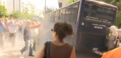 Pensionarii din Grecia, gazati cu lacrimogene in timpul unui protest (Video)