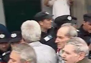Pensionarii protesteaza la Cotroceni: ambulantele si jandarmii nu fac fata (Video)