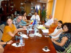 Pentru a cunoaste direct problemele romilor din judetul nostru, Vizita a unei delegatii a Crucii Rosii din Suedia la Babadag si Tulcea