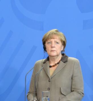 Pentru a doua oara in 10 zile, Angela Merkel a fost cuprinsa in public de un tremurat bizar (Video)