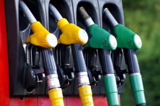 Penurie alarmantă de carburant în Regatul Unit. Cum a ajuns guvernul britanic să acuze un sindicat al transportatorilor de criză