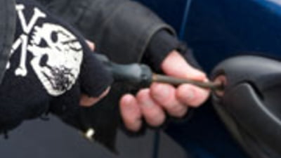 Perchezitii in Bucuresti: a fost prins hotul care i-a furat masina lui Iulian Miu