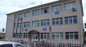 Perchezitii la Primaria Gostavatu, intr-un dosar de delapidare si abuz in serviciu
