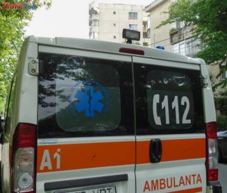 Pericol de explozie: Un turc a intrat cu tirul intr-o masina si pe DN5 s-a scurs azotat de amoniu