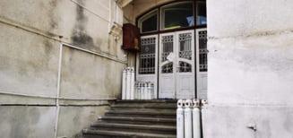 """Pericol de explozie sesizat de deputatul USR Emanuel Ungureanu la Spitalul Judetean Mures: """"Tuburi de oxigen peste care se prelingea apa de pe peretii mucegaiti"""""""