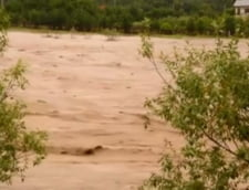 Pericol iminent de inundatii: A fost emis cod portocaliu pentru rauri din noua judete