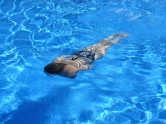 Pericolul nevazut: De ce e absolut obligatoriu sa faci dus inainte de a intra in piscina