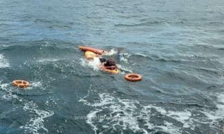 Persoane blocate în larg, în zona Olimp, în timp ce făceau surf. Nu mai puteau ajunge la țărm din cauza vântului VIDEO