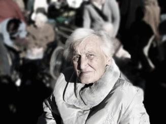 Persoanele de peste 65 de ani au voie sa iasa din casa intre orele 11 - 13
