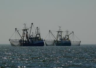 Pescador cu cinci oameni la bord, disparut in Marea Neagra. Trei dintre membrii echipajului au fost gasiti decedati pe tarm