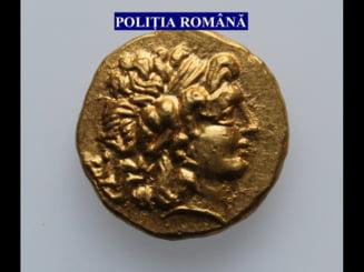 Peste 1.000 de monede antice, statuete si vase ceramice, recuperate de politisti