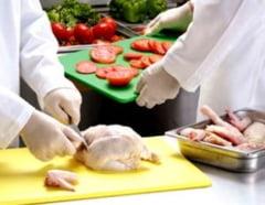 Peste 1.100 de firme, amendate pentru ca vindeau alimente alterate