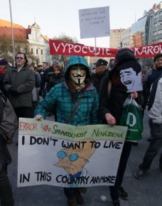 Peste 10.000 de slovaci au iesit in strada in Bratislava