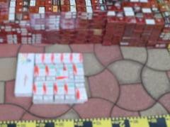 Peste 100.000 de tigari de contrabanda, descoperite intr-un autoturism oprit in trafic