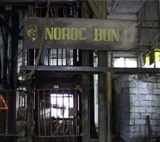 Peste 100 de mineri de la Paroseni refuza sa iasa din subteran, nemultumiti de sistarea exploatarii