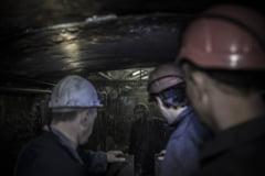 Peste 100 de mineri s-au blocat de aproape o zi in subteran - 83 dintre ei sunt in greva foamei