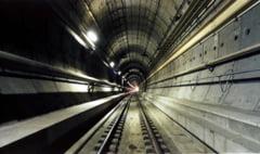 Peste 100 de refugiati au mers 15 km pe jos prin tunelul de sub Canalul Manecii
