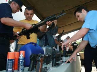 Peste 160.000 de permise port-arma ar trebui suspendate pentru verificari