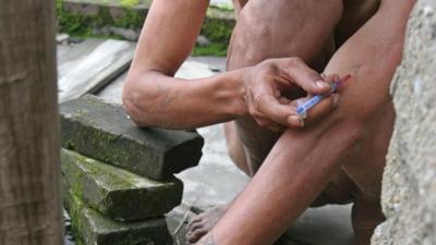 Peste 3 milioane de consumatori de droguri injectabile, bolnavi de SIDA