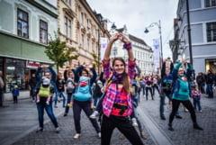 Peste 30 de mamici vor participa la un flashmob. Cu bebelusii la piept