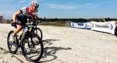 Peste 400 de ciclisti au pedalat pe plaja salbatica din Corbu