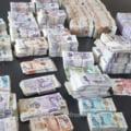 Peste 480.000 de lire sterline descoperite de vameșii români în portbagajul unei maşini