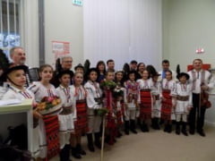Peste 500 de elevi din 20 de scoli au prezentat traditiile si istoria tarii, la Bistrita. Trofeul a fost obtinut de...
