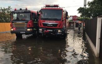Peste 53 de locuinte si gospodarii, afectate de caderile masive de ploi