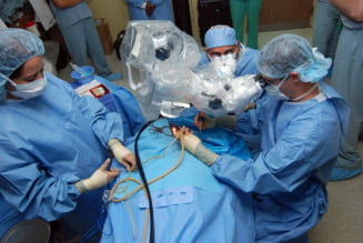 Peste 80% dintre medicii tineri se gandesc sa plece din Romania