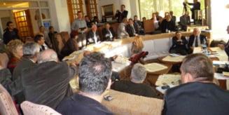 Peste 80 de cercetatori, profesori universitari, istorici, teologi, sociologi, etnografi, scriitori, muzeografi, arhivisti, profesori, preoti, oameni de cultura au participat la cea de-a XXV-a editie aSesiunii Nationale de Comunicari Stiintifice Romanii d