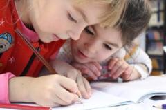 Peste jumatate dintre parintii din mediul urban ar alege homeschooling - sondaj