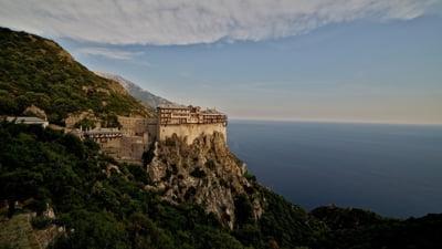 Peste o mie de călugări din mănăstirile de la Muntele Athos, infectați cu SARS-CoV-2