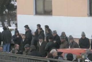 Peste o suta de membri PSD l-au incurajat pe Nicolescu la venirea la Tribunal