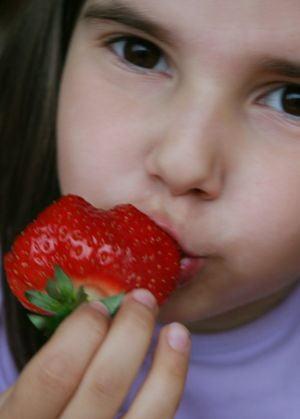 Pesticidele din fructe si legume predispun copiii la deficit de atentie