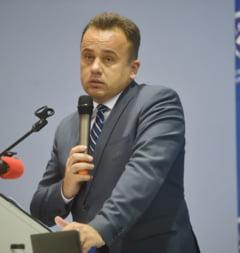 Petitie online pentru ca Liviu Pop sa ramana ministrul Educatiei: Are doar 900 de semnaturi in 3 zile si a starnit numeroase reactii amuzante