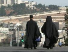 Petrecere cu femei si dans la manastire - doi calugari au fost sanctionati