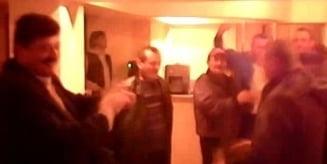 Petrecere la PSD: Cum s-au grabit sa celebreze victoria lui Ponta, in noaptea alegerilor (Video)