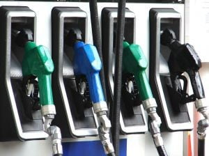 Petrolul atinge noi recorduri, se va scumpi din nou benzina?