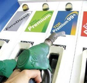 Petrom ieftineste de luni litrul de benzina cu 4 bani