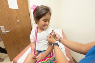 Pfizer anunță că vaccinul său COVID-19 este sigur pentru copiii cu vârste cuprinse între 5 și 11 ani