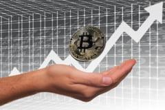 Piata criptomonedelor a pierdut vineri peste 200 de miliarde de dolari. Bitcoin a coborat sub 50.000 de dolari pe unitate