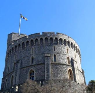 Pietre pretioase ale Coroanei britanice au fost ascunse in timpul razboiului intr-o cutie de biscuiti ingropata la Windsor