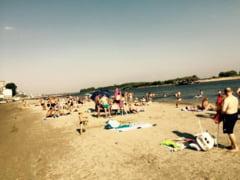 Plaja de la malul Dunarii, luata cu asalt de corabieni