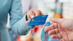 Plata cu cardul devine obligatorie? Ce spune legea despre magazinele cu cifra de afaceri mare?