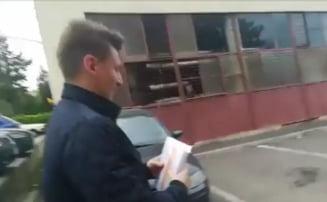 Pliantele false cu sigla USR-PLUS erau distribuite de tineri din PNL. Cum au fost prinsi in flagrant (Video) UPDATE Decizia luata de TNL